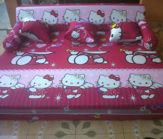 Hello Kitty Merah Jambu